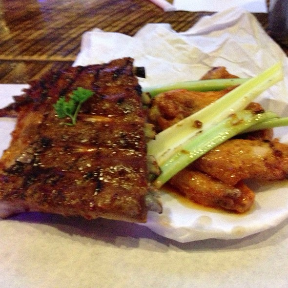 BBQ Ribs and Wings - Dick's Last Resort - Nashville, Nashville, TN