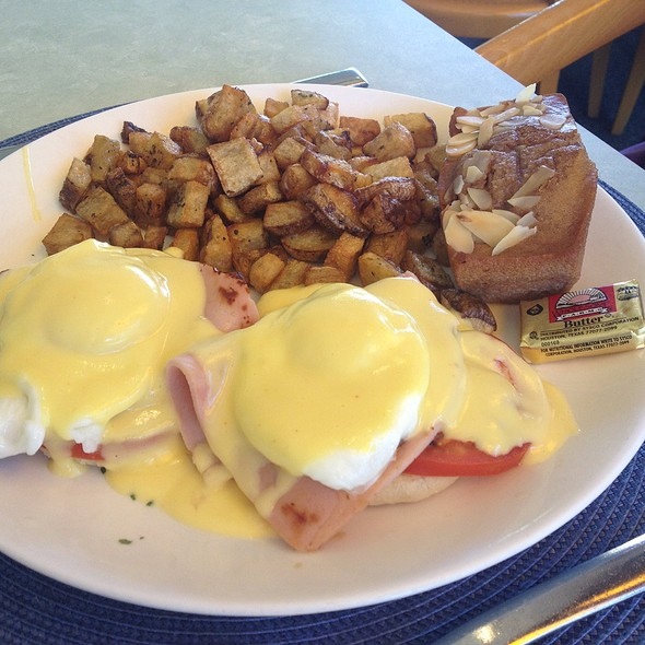 Eggs Benedict - Panolivo, Paso Robles, CA