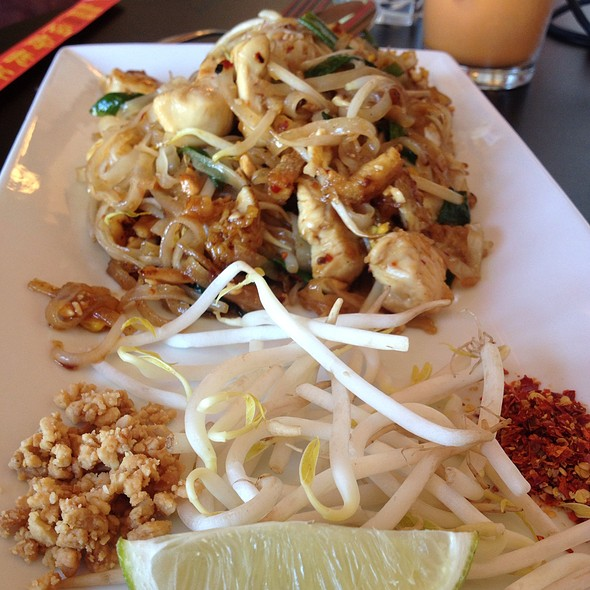 Chicken Pad Thai - Banana Leaf Modern Thai, Mason, OH