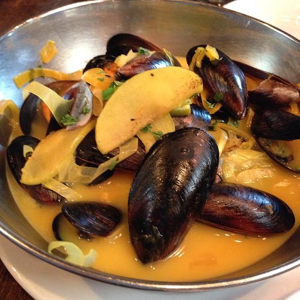Mussels!  - Vin de Set, St. Louis, MO