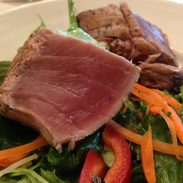 Rare Seared Yellowfin Tuna Salad - C Street, Richmond, VA