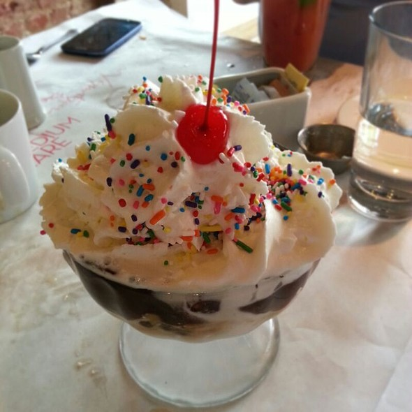 House Specialty Hot Fudge Sundae - Medium Rare - Cleveland Park, Washington, DC