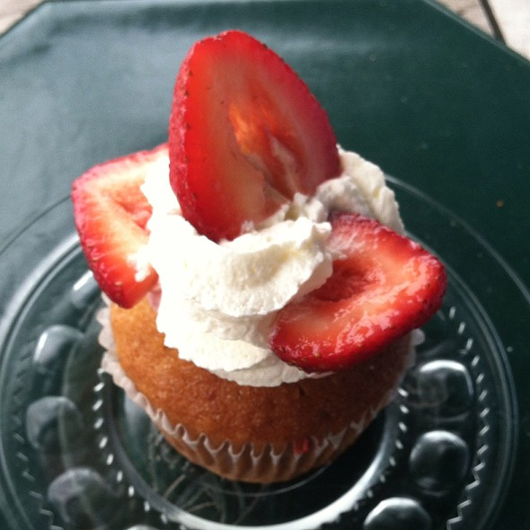 Strawberry Cupcake - Black Bass Hotel, Lumberville, PA