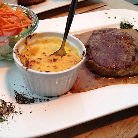 Rump Steak With Green Pepper Sauce, Gratin Potatoes And Salad - Zum Alten Markt, Dortmund, NW