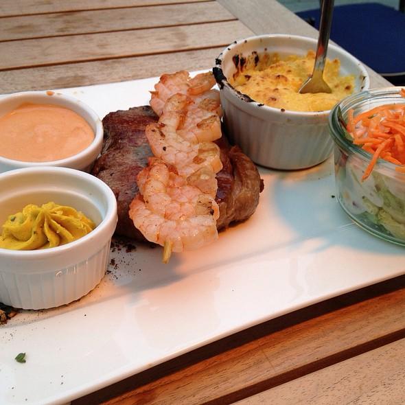 Rump Steak And Prawns, Sauce Choron, Paris Butter, Gratin Potatoes And Salad - Zum Alten Markt, Dortmund, NW