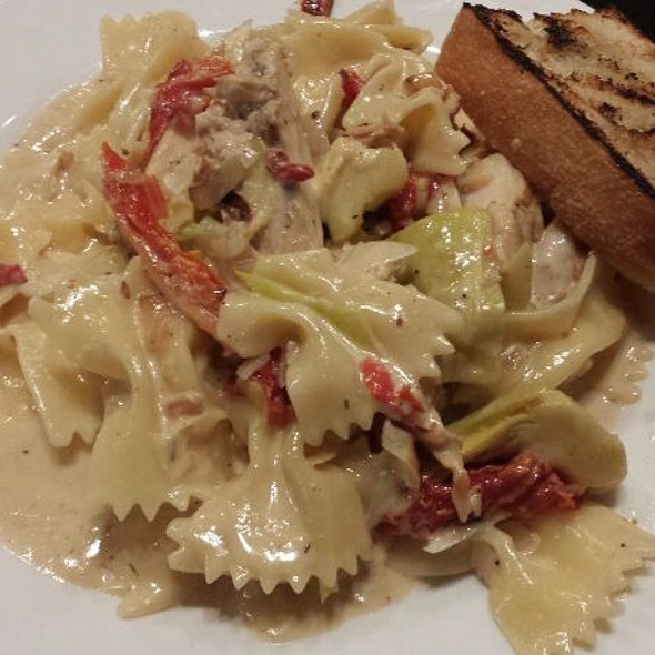 Chicken And Bowtie Pasta - Bellinis, Oklahoma City, OK