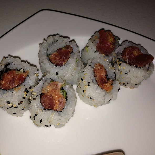 Spicy Tuna Roll - Friends Sushi on Rush, Chicago, IL