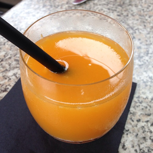 Fresh Squeezed Florida Orange Juice - Max's Harvest, Delray Beach, FL