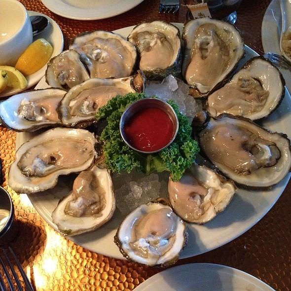 raw oysters - MoonFish - Orlando, Orlando, FL