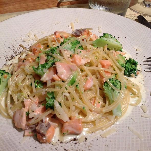 Pasta With Salmon And Broccoli - オービカ モッツァレラバー 六本木ヒルズ店, 港区, 東京都