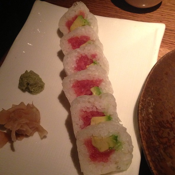 Spicy Tuna Sushi Roll - Shinsei Restaurant, Dallas, TX