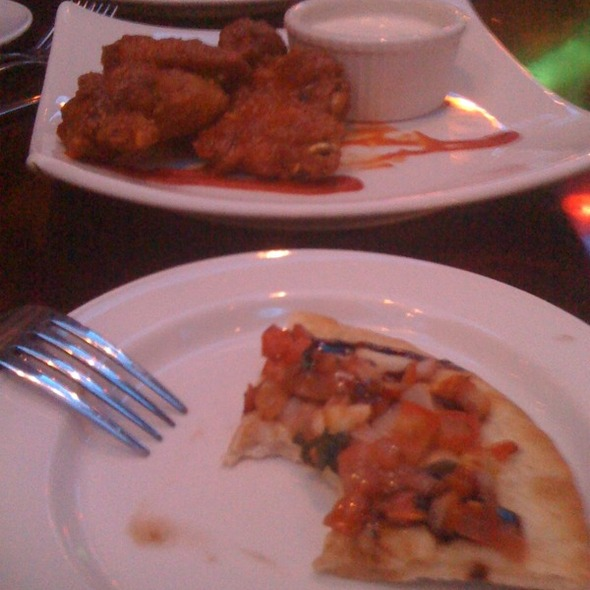 Pizza and Wings - Aquarium Restaurant - Downtown Denver, Denver, CO