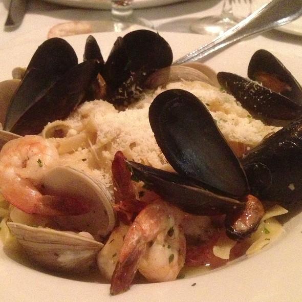 Linguine Allo Scoglio - Cantina Italiana, Boston, MA