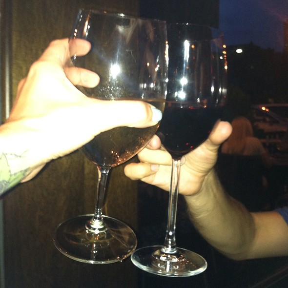 Cheers! House Pinot Grigio And Merlot - Coal Vines, Kansas City, MO