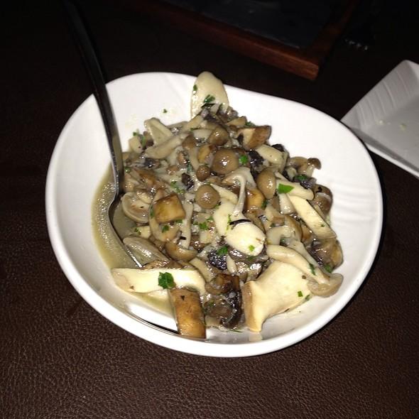 Hamakua Garlic Mushrooms - DUO - Steak & Seafood, Wailea, HI
