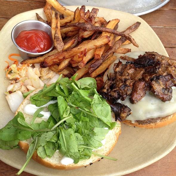 Pete's Classic Burger - Monkeypod Kitchen - Wailea, Kihei, HI