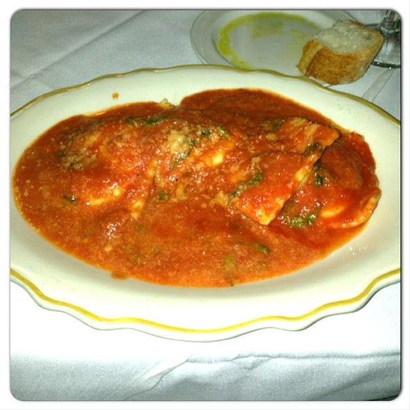 Cheese ravioli with red sauce - Rosebud on Rush, Chicago, IL