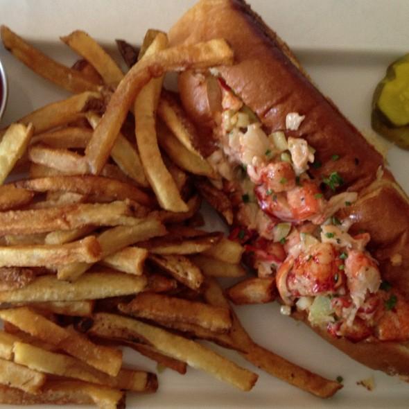 lobster roll - Noah's, Greenport, NY