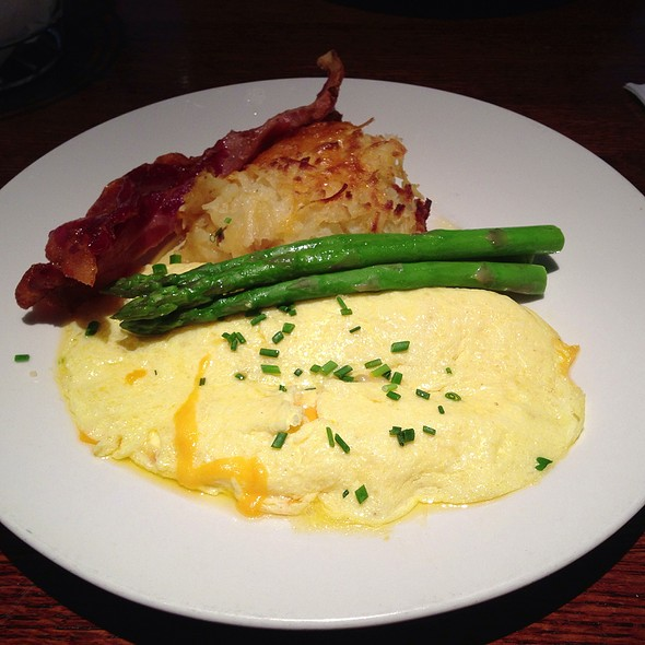 Wisconsin Cheddar And Chive Omelet - Joe Theismann's Restaurant, Alexandria, VA