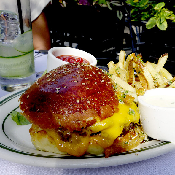 Cheeseburger - Gibsons Bar & Steakhouse - Chicago, Chicago, IL