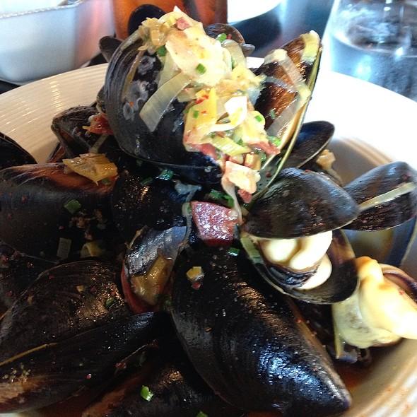 Moules St Jean De Luz - Etoile Cuisine Et Bar, Houston, TX