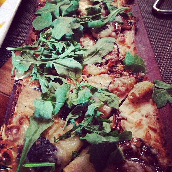 Arugula, Fig & Goat Cheese Flatbread - Seasons 52 - Boca Raton, Boca Raton, FL