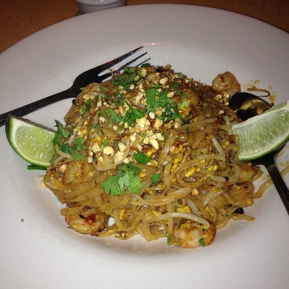 shrimp pad thai - Kona Grill - Austin, Austin, TX