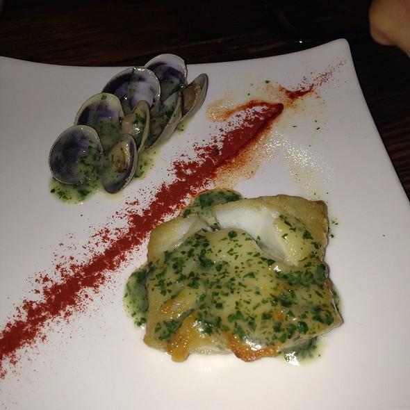 Merluza en salsa verde - Tinto, Philadelphia, PA