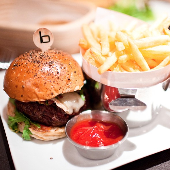 Burger - Bar Boulud at Mandarin Oriental Hyde Park, London