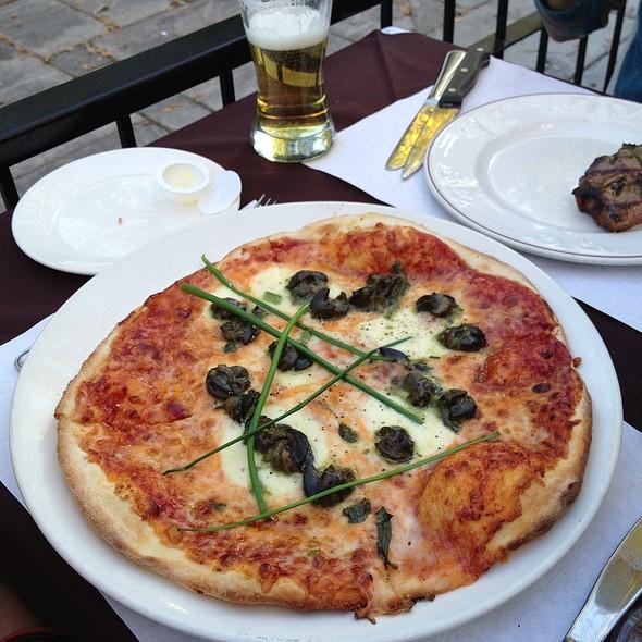 Pizza Mozzarella Escargo - Restaurant 1640, Québec, QC