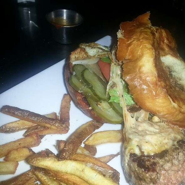 The Continental Burger - Public House 49, Patchogue, NY