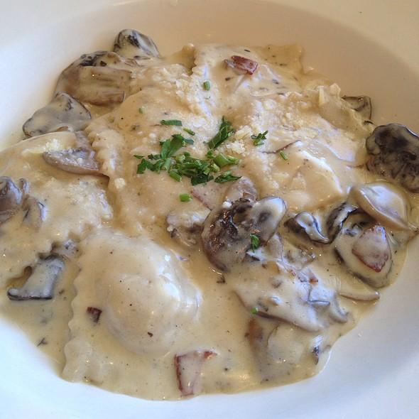 Ravioli De Carne - Momo's Pasta - Addison, Dallas, TX