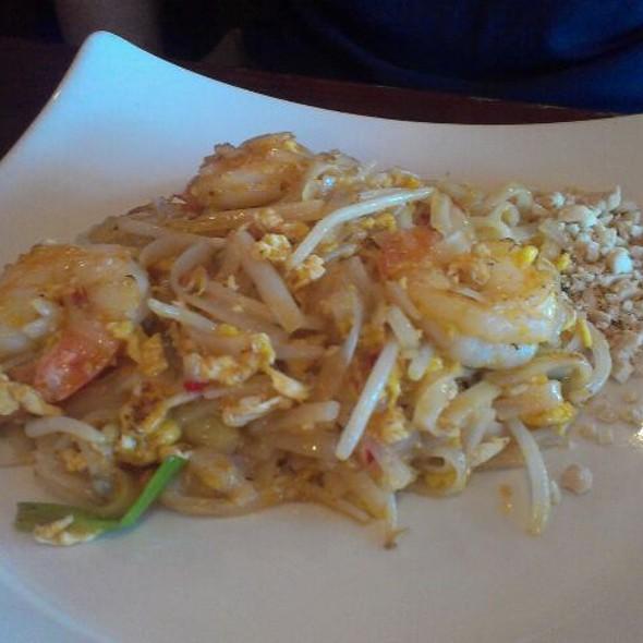 shrimp pad thai - White Orchids Thai Cuisine, Center Valley, PA