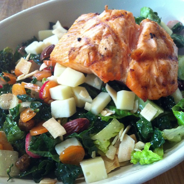 True Food Kitchen Phoenix Az: Farmers Chopped Salad With Steelhead