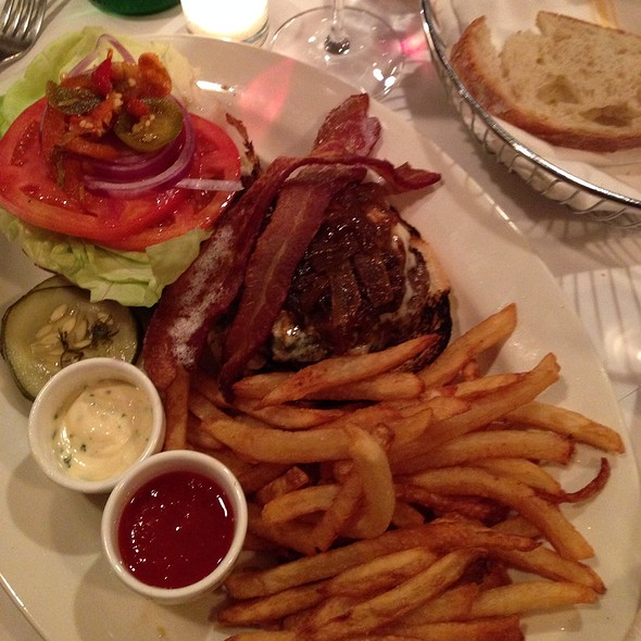 Strada Burger And Fries - Boulevard 18, New Canaan, CT