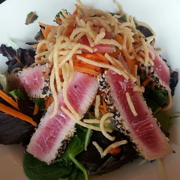 Ahi Tuna Salad - Fontina Grille, Rockville, MD