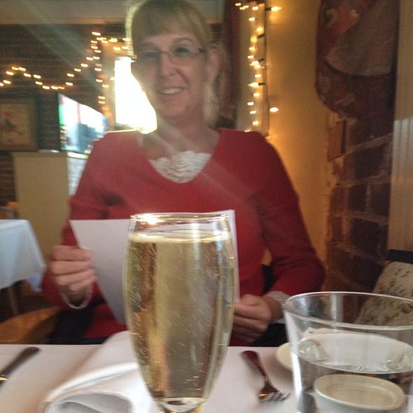 Champagne - Beaujolais Bistro, Reno, NV