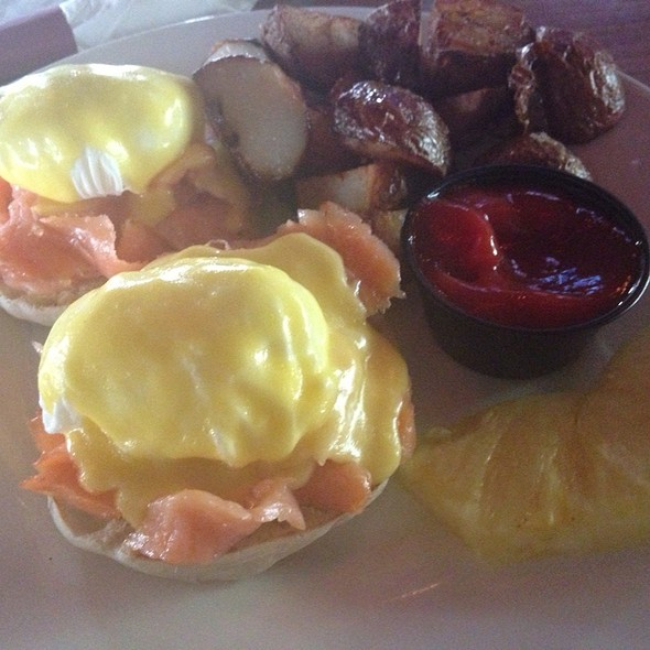 Smoked Salmon Eggs Benedict - Kings Oak, Philadelphia, PA