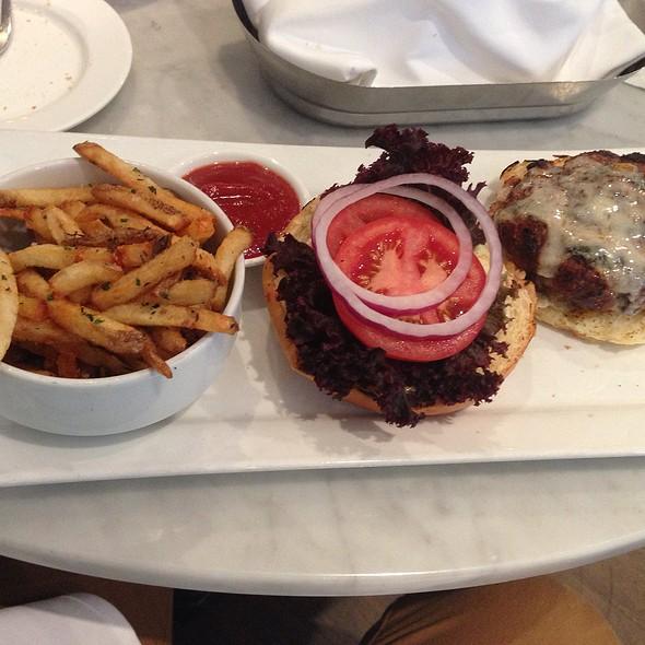 Canadian Burger - Sassafraz, Toronto, ON