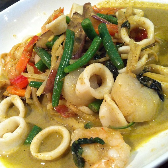 Thai Curry Seafood Linguine - Thai Select, New York, NY