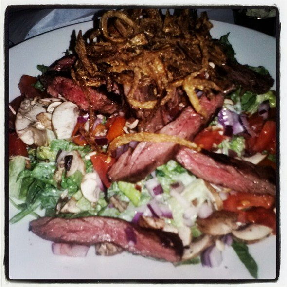 Skirt Steak Salad - Honu Kitchen and Cocktails, Huntington, NY