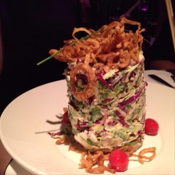 Oinion Ring Salad - Deville Dinerbar, Montréal, QC