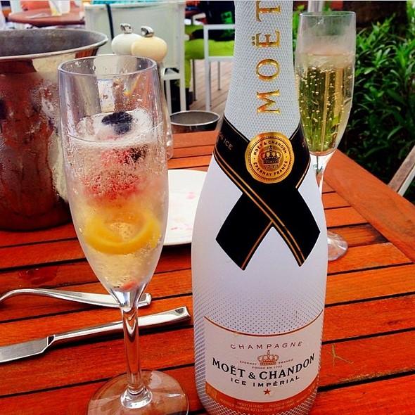 Moët & Chandon Ice Impérial Champagne - La Côte - Fontainebleau Miami Beach, Miami Beach, FL