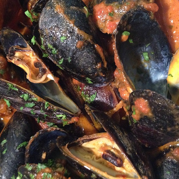 Mussels in Tomato Sauce - Francesca's Bryn Mawr, Chicago, IL