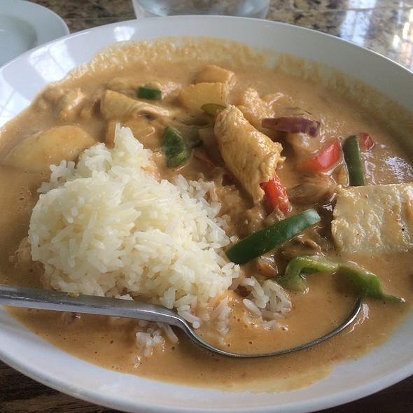 Red Curry - Poor Calvin's, Atlanta, GA