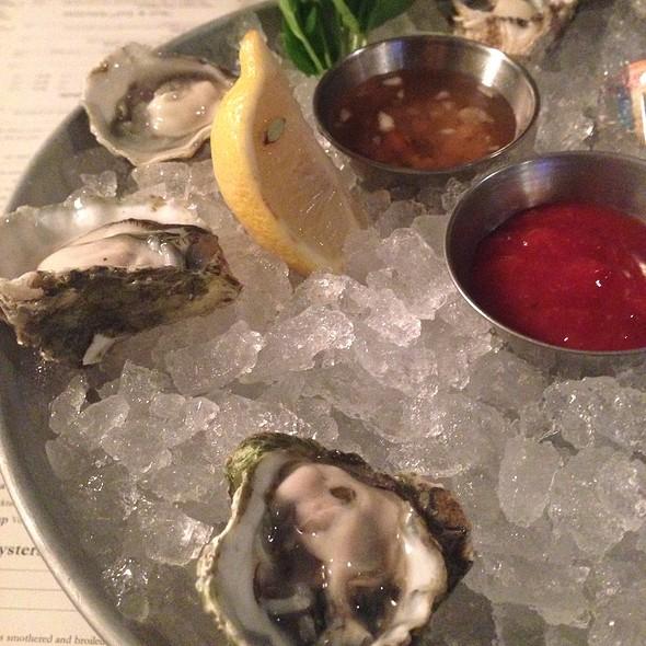 Kumomoto Oysters - Mitchell's Fish Market - Newport, Newport, KY