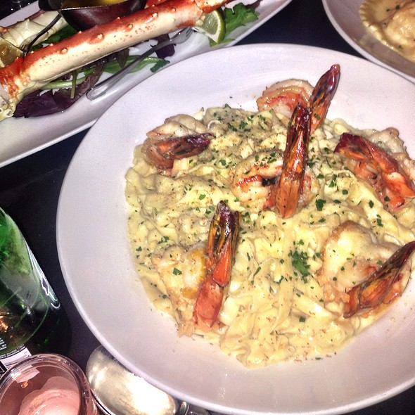 Fetuccine Alfredo With Shrimp - Prime Italian, Miami Beach, FL