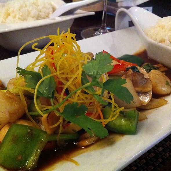 Thai Basil Scallop Stir Fry - Mai Thai Restaurant and Bar Downtown, Boise, ID