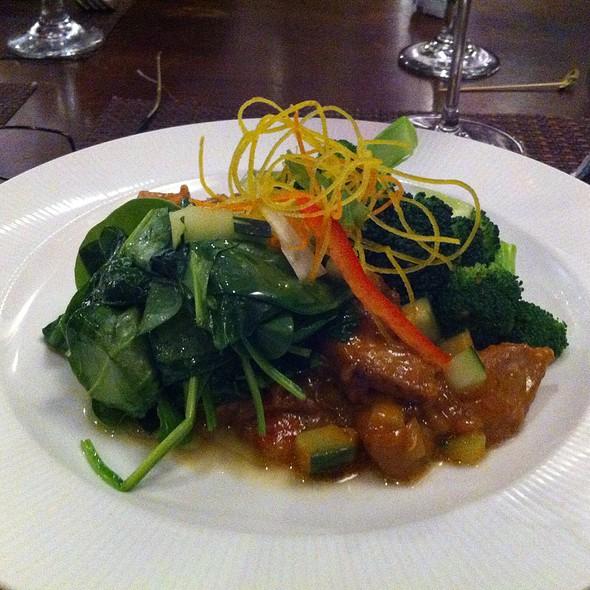 Mai thai restaurant and bar downtown boise id opentable for Angels thai cuisine