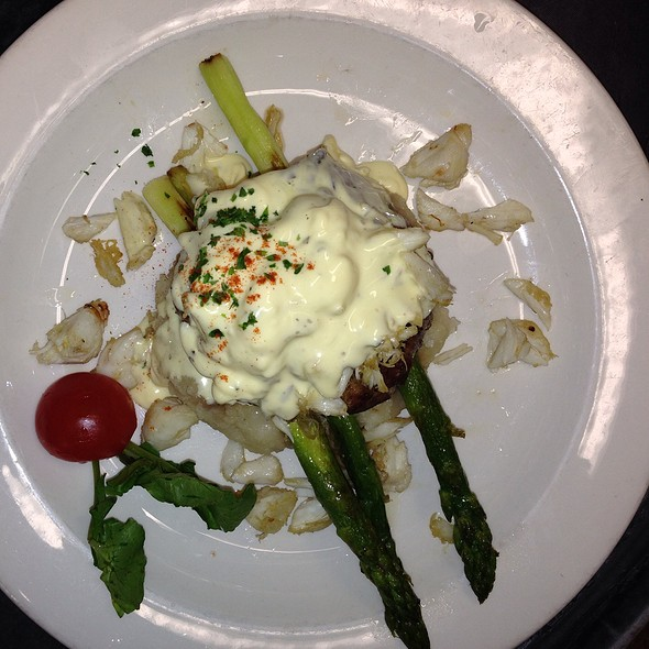 Filet Chesapeak, With Beanaise Sauce And Jumbo Lump Crab Meat - The Warehouse, Alexandria, VA